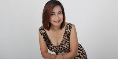 "Meet Thai Girl : ""Jenna"" –  Smart with Beautiful Smile"