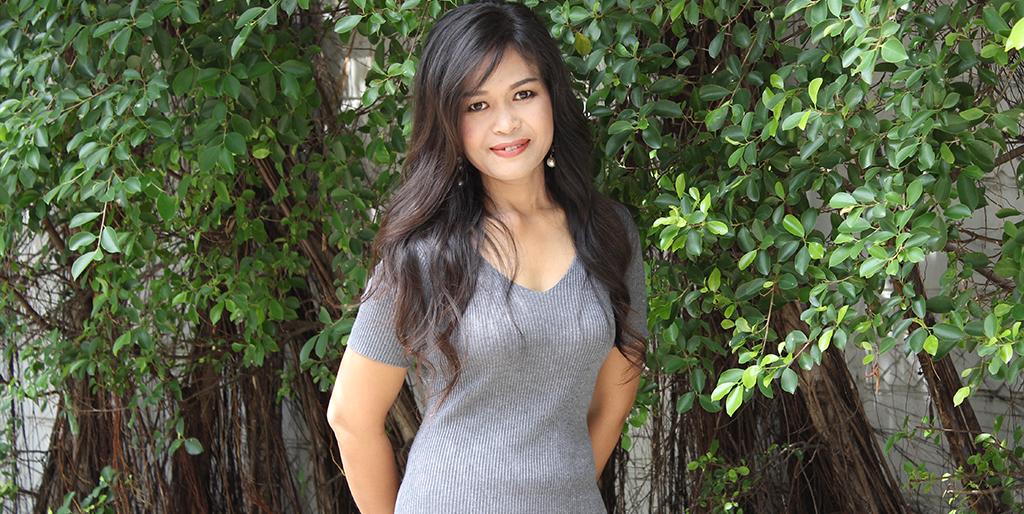"""Thai Singles: Meet Confident Thai Lady """"Jit"""""""