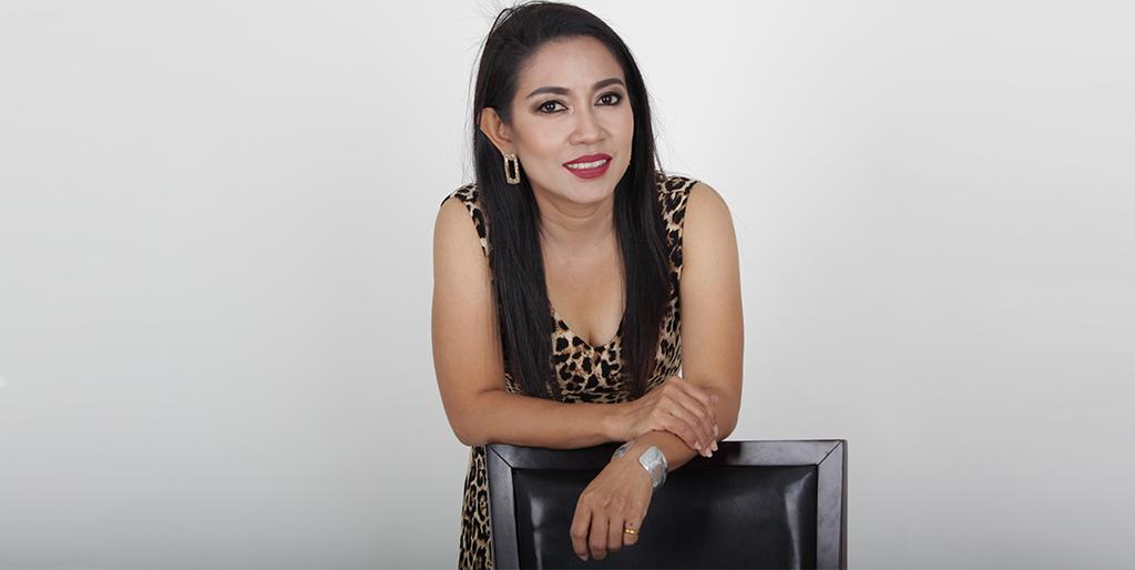 """Thai Matchmaking: Meet Gorgeous Thai Lady """"Punyada"""""""
