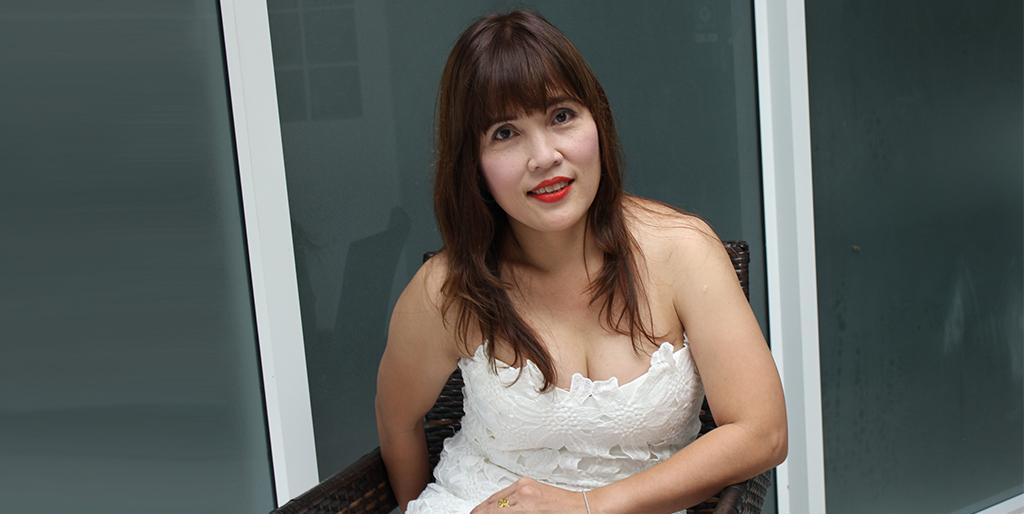 "Online Dating: Meet Romantic Thai Lady ""Chita"""
