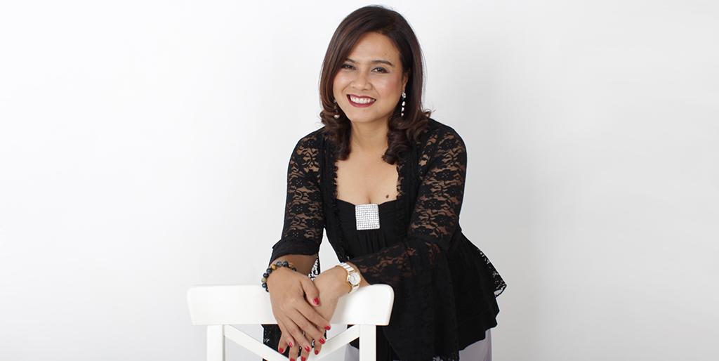 """Asian Singles: Meet Cheerful Thai Lady """"Nid"""""""