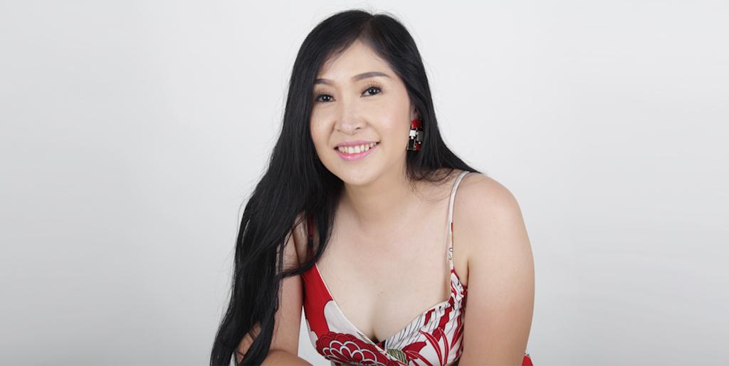 "Asian Online Dating: Meet Stunning Thai Lady ""Phet"""