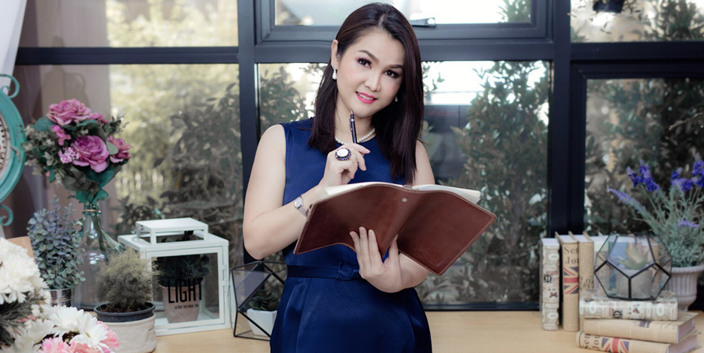 "Asian Singles: Meet Sophisticated Thai Lady ""Aoy"""