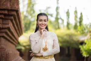 date-in-asia-pretty-thai-woman-portrait