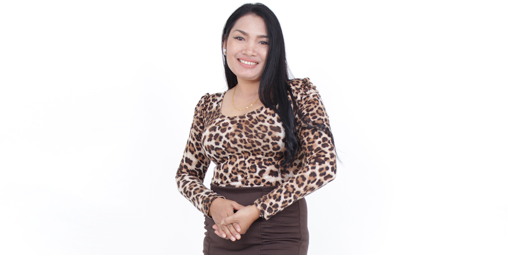 "Asian Online Dating: Meet Beautiful Thai Lady ""Lek"""