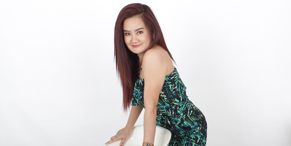 """Asian Online Dating: Meet Cute Thai Lady """"Nidnoi"""""""