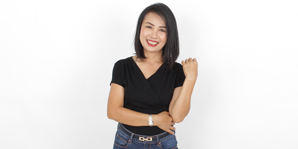 """Thailand Dating: Meet Cheerful Thai Lady """"Pat"""""""
