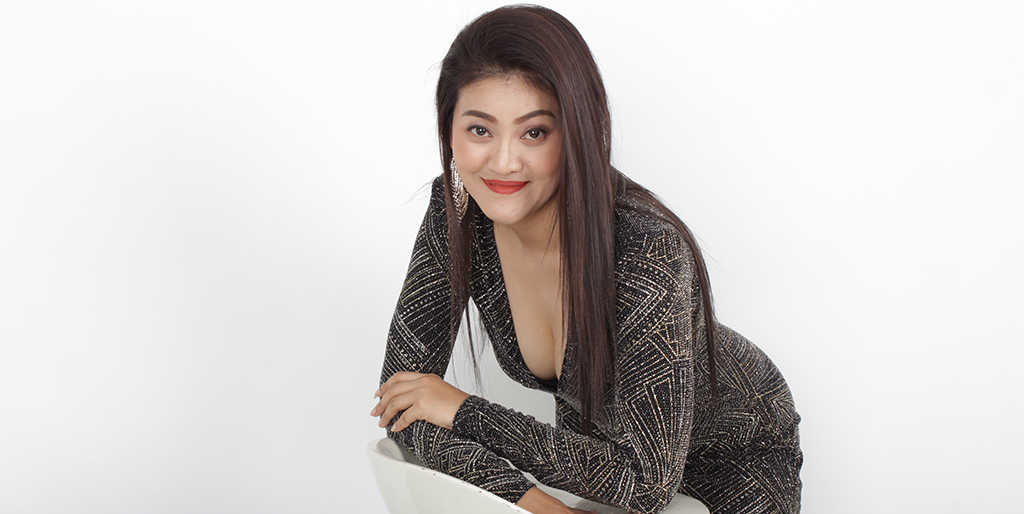 "Thailand Dating: Meet Beautiful Thai Lady ""Jenny"""