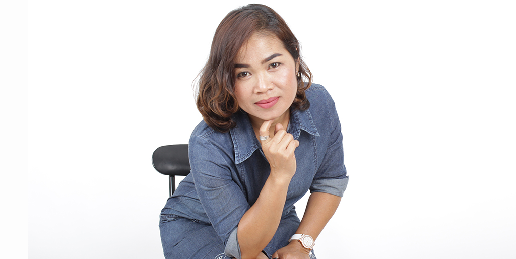 "Thai Matchmaking: Meet  Wonderful Thai Lady ""Tui"""
